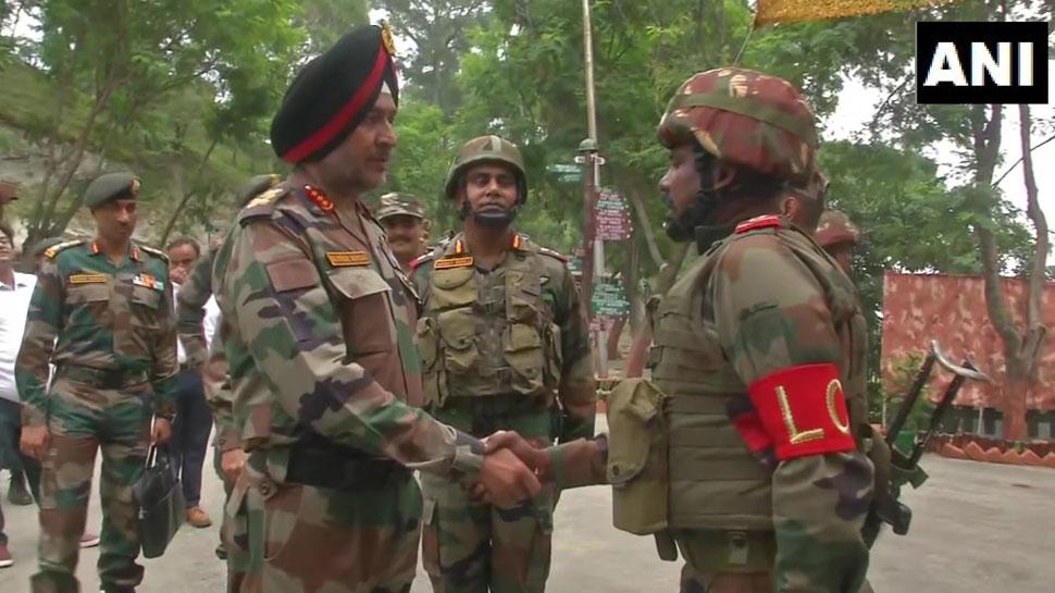 LoC की अग्रिम चौकियों तक पहुंचे रणबीर सिंह, बोले- PoK के लोगों को ढाल बना रहा है पाकिस्तान