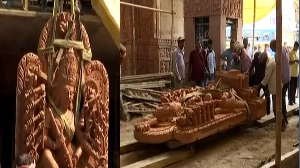 कोलकाता में दुर्गा पूजा को लेकर तैयारी जोरों पर, कोणार्क से लाई गई 2000 टन की मूर्ति