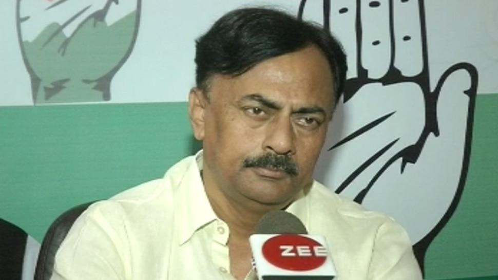 बिहार: मधुबनी के जिला पदाधिकारी ने इलाके के लोगों को बोला 'दरिद्र', मचा सियासी बवाल