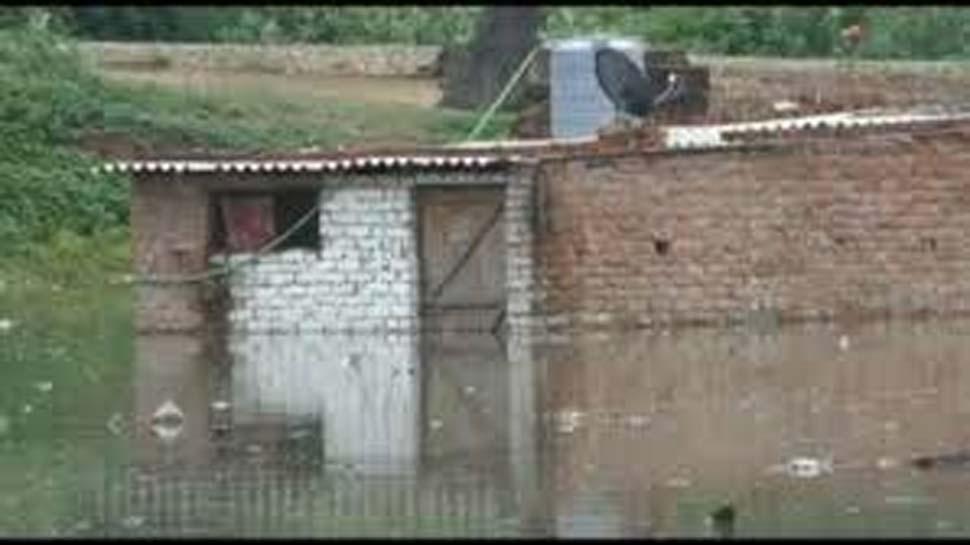 प्रयागराज में गंगा-यमुना का जलस्तर खतरे के करीब पहुंचा, हजारों घरों में घुसा पानी