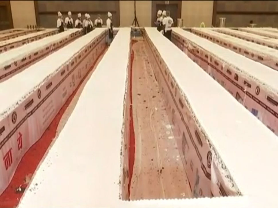 700 Foot Long and 7000 Kg Weigh Cake