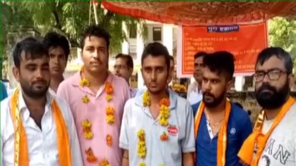 उदयपुर: अस्पताल में खराब व्यवस्था को लेकर भूख हड़ताल पर बैठे युवा, रखी यह मांग