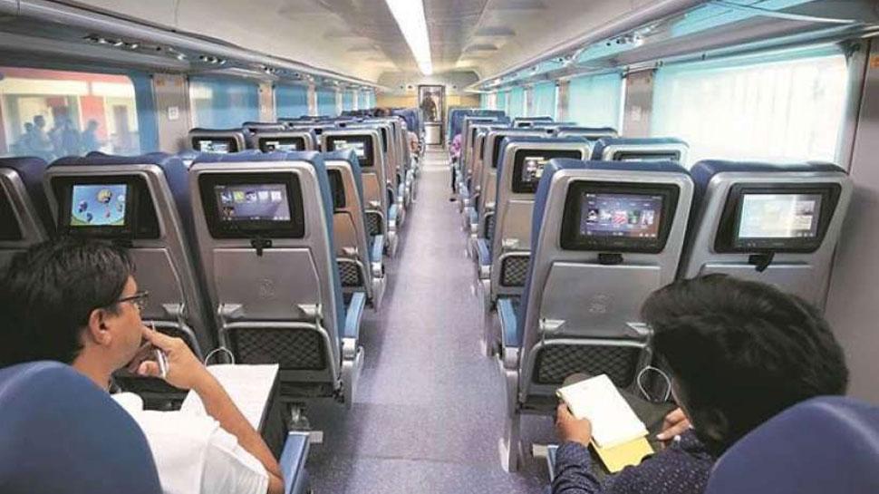 चलती ट्रेन में भी कर सकेंगे शॉपिंग, IRCTC तेजस ट्रेन में शुरू करेगी यह सुविधा
