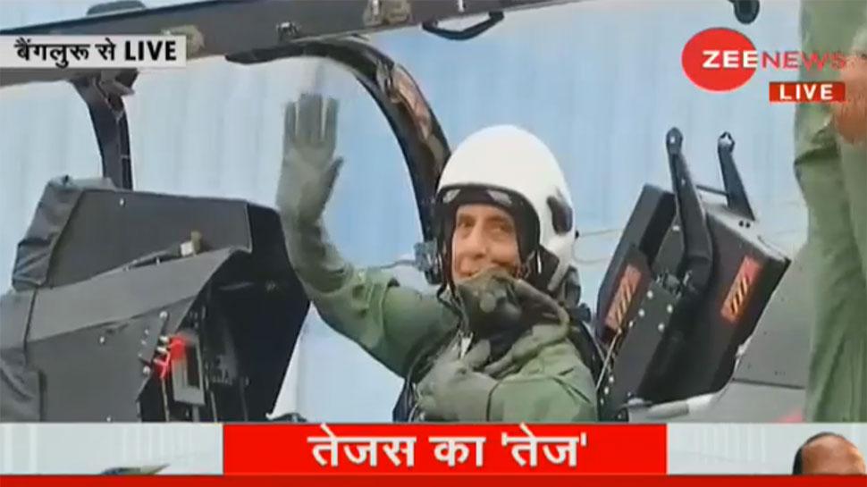 'तेजस' में उड़ान भरने वाले पहले रक्षा मंत्री बने राजनाथ सिंह, बोले- 'मेरी जिंदगी का विशेष अनुभव था'