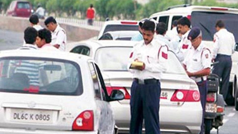 चालान के विरोध में सड़कों पर उतरे ट्रांसपोर्टर, जबरन रुकवाते रहे टैक्सी-ऑटो