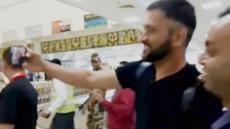 आर्मी ड्यूटी पूरी कर रांची पहुंचे महेंद्र सिंह धोनी, साक्षी के साथ की नई कार की सवारी