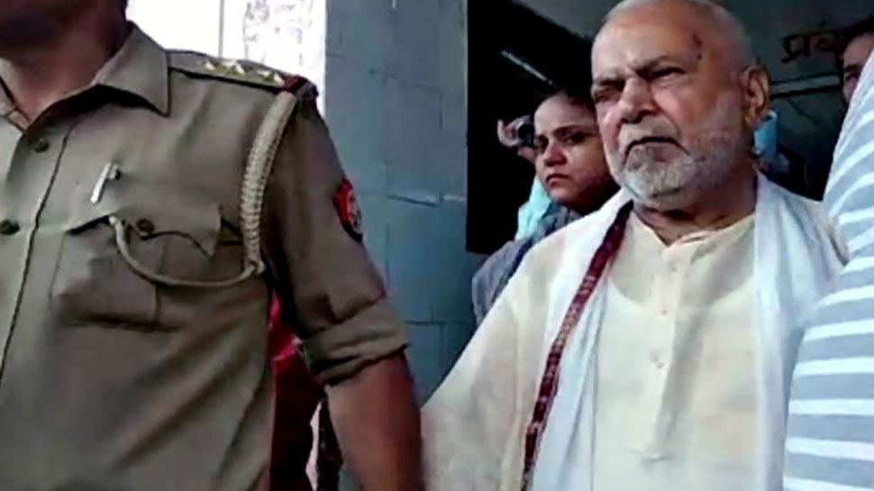 सामान्य कैदी की तरह जेल में बीती चिन्मयानंद की रात, पीड़ित छात्रा पर भी गिरफ्तारी की तलवार