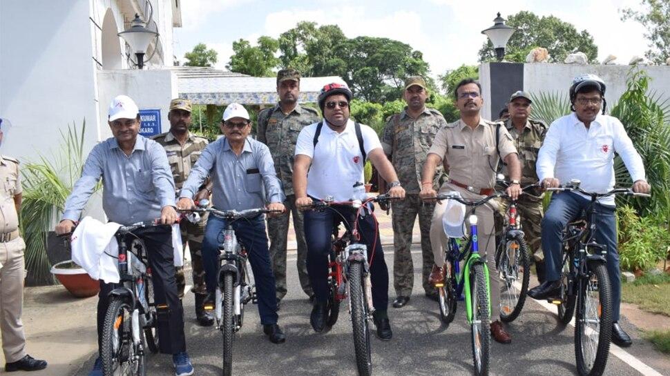 पर्यावरण की रक्षा के लिए बोकारो के DC की अनूठी पहल, साइकिल से पहुंचे दफ्तर