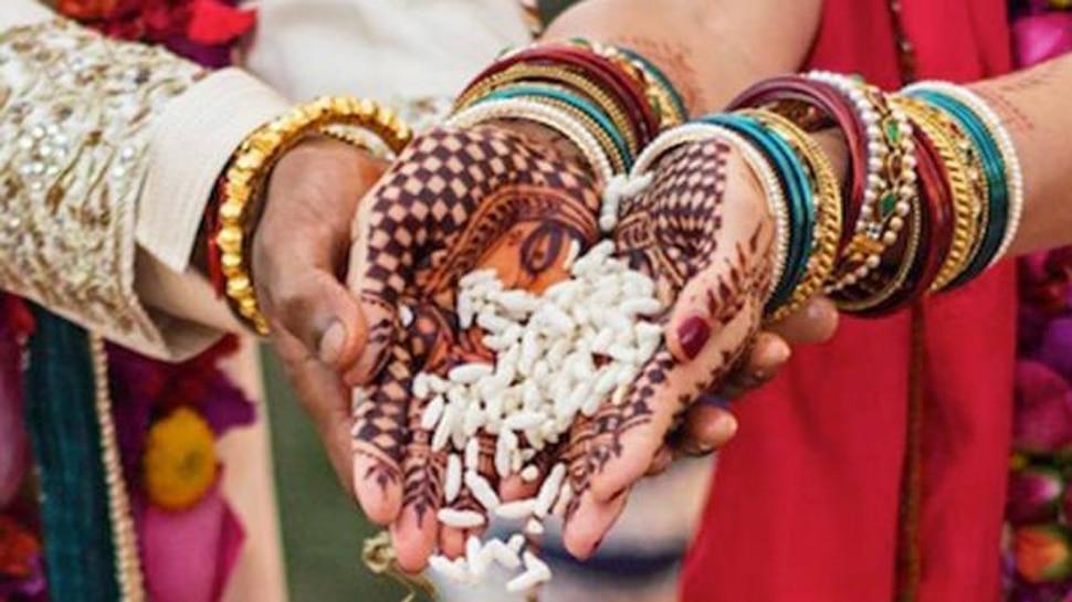 बिहार: घर छोड़कर भाग रहे प्रेमी जोड़े को ग्रामीणों ने रोका, परिजनों को मनाकर करवायी शादी