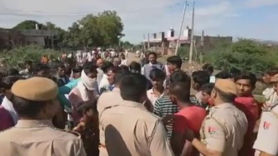 भरतपुर: चरवाहे पर हुए बाघ हमले को लेकर ग्रामीणों ने किया प्रदर्शन, रखी यह मांग...