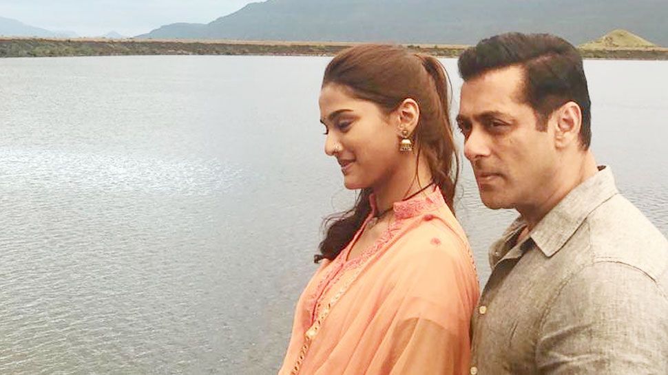 Surfaced & # 039; Dabangg 3 & # 039; First photo of Salman Khan and Sai Manjrekar from the set of