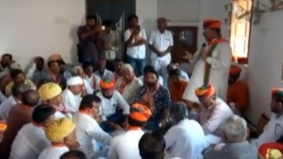 नागौर: बीजेपी नेता अरुण चतुर्वेदी पहुंचे खींवसर, कार्यकर्ताओं के साथ की मंत्रणा