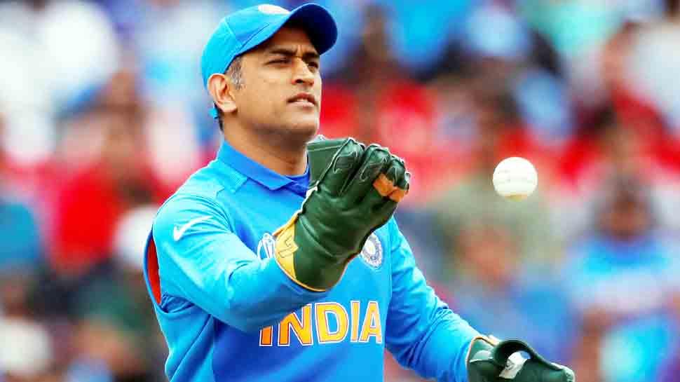 नवंबर तक क्रिकेट से दूर रहेंगे धोनी, विजय हजारे ट्रॉफी में भी नहीं खेलेंगे