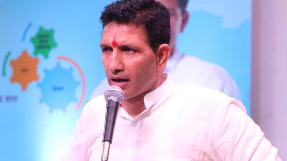 MP: मंत्री जीतू पटवारी ने कसा शिवराज सिंह पर तंज, बोले- 'उन्हें छपास की बीमारी है'