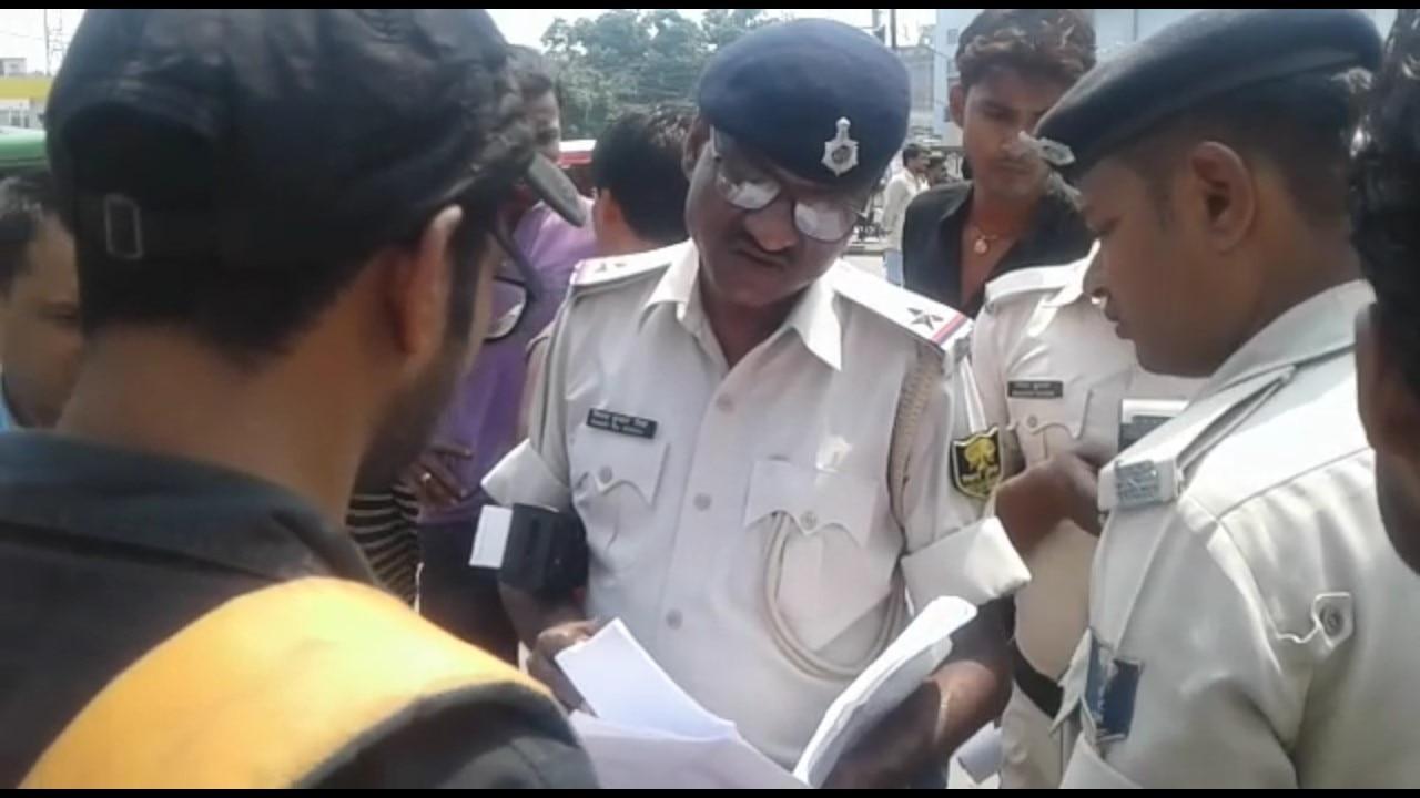 पटना: वाहन चेकिंग अभियान में पुलिस से लोगों की हुई झड़प, कई लोग गए जेल