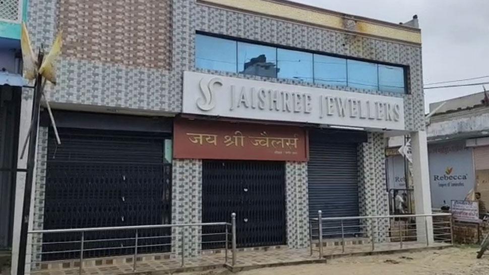 राजस्थान: ज्वेलरी शॉप के कर्मचारी को बंधक बना की लूट, CCTV में कैद हुई वारदात