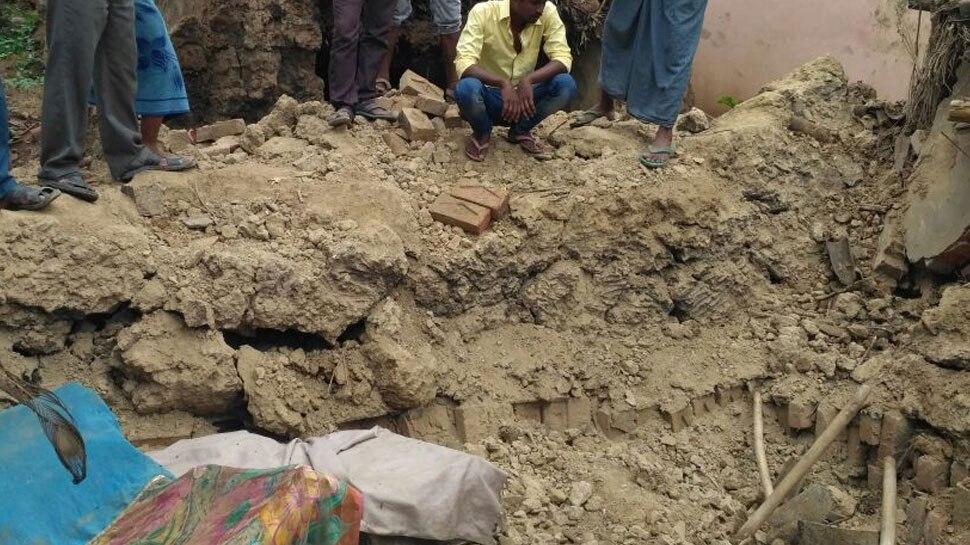 मिर्जापुर में भारी बारिश के बाद मकान ढहा, तीन लोगों की दर्दनाक मौत