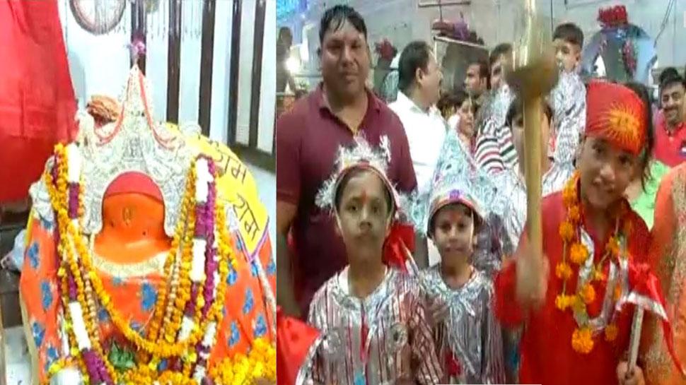 शारदीय नवरात्रः विश्व प्रसिद्ध लंगूर मेला प्रारंभ, मन्नत पूरी होने पर भक्त बेटे को बनाकर लाते हैं लंगूर