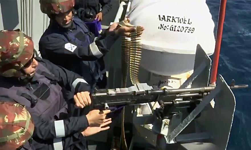 समंदर में मशीन गन से तड़ातड़ गोलियां दागते नजर आए रक्षा मंत्री राजनाथ सिंह, देखें VIDEO
