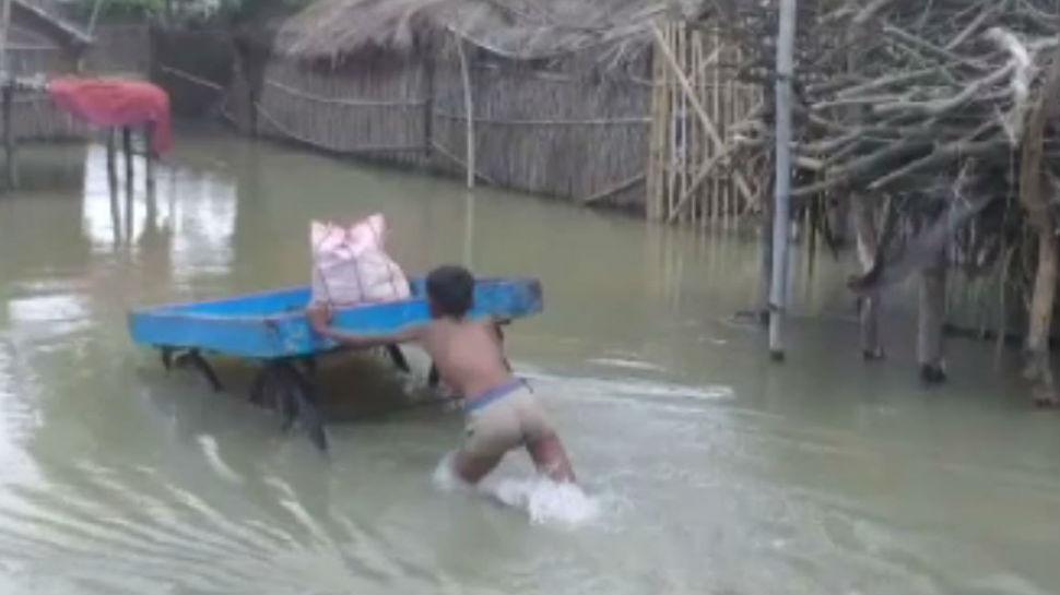 लखीसराय: पहले बाढ़ फिर भीषण बारिश ने बढ़ाई मुश्किलें, घरों में कैद हुए लोग
