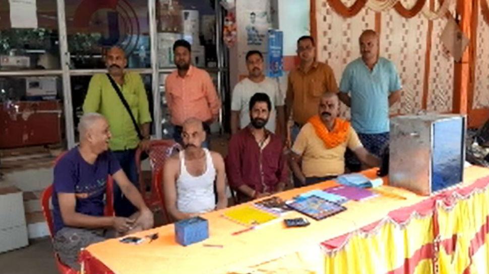 देवघर में दुर्गा पूजा की तैयारियां जोरों पर, बनाए जा रहे एक से बढ़कर एक पंडाल