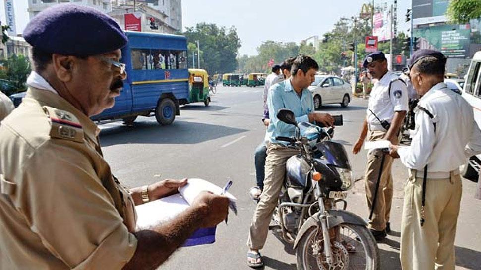 दिल्ली ट्रैफिक पुलिस की सख्ती का असर, कम कट रहे चालान; हैरान करने वाले हैं आंकड़े