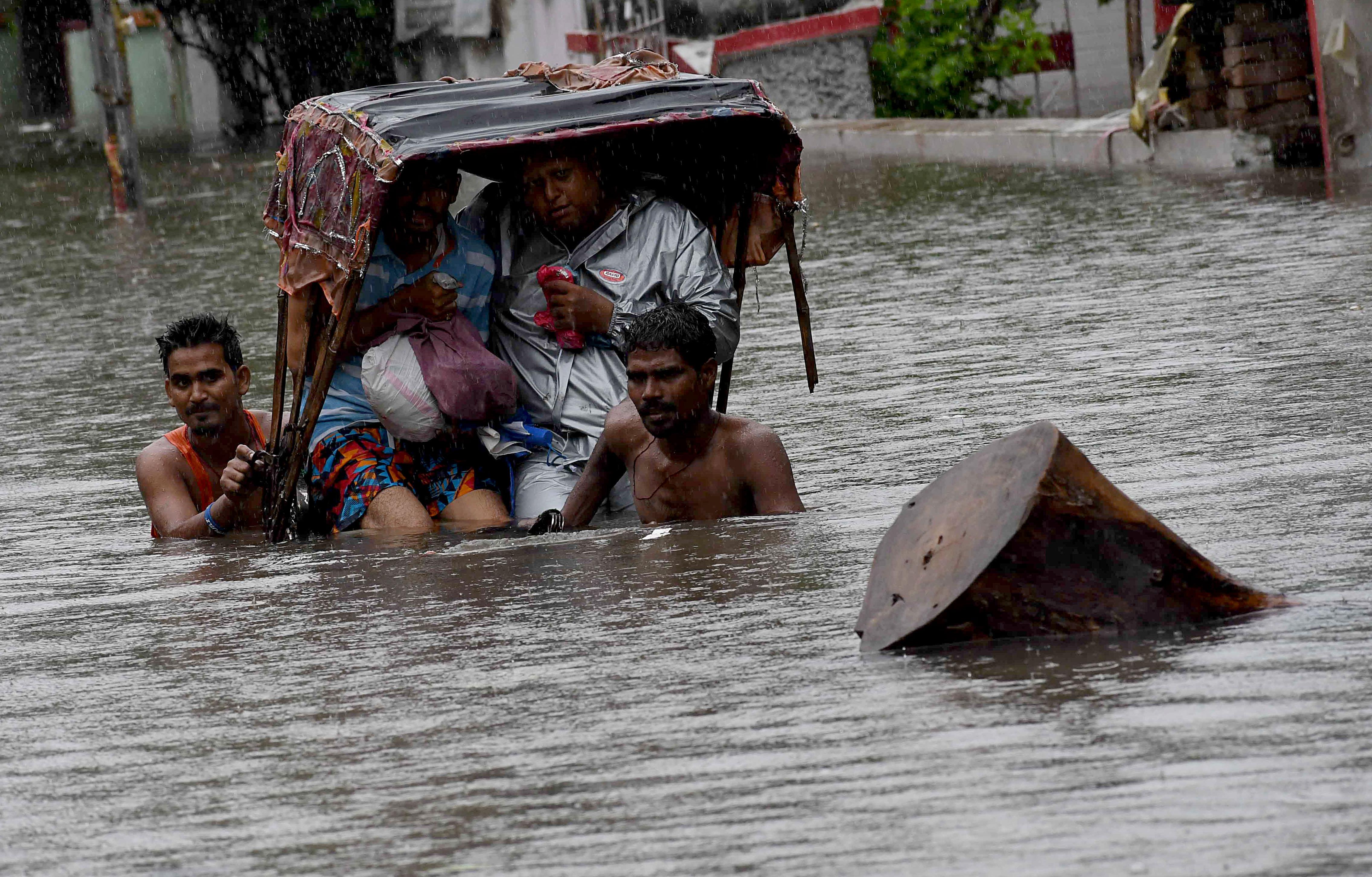 बिहार: आज फिर से भारी बारिश की संभावना, सभी स्कूल दुर्गा पूजा तक रहेंगे बंद