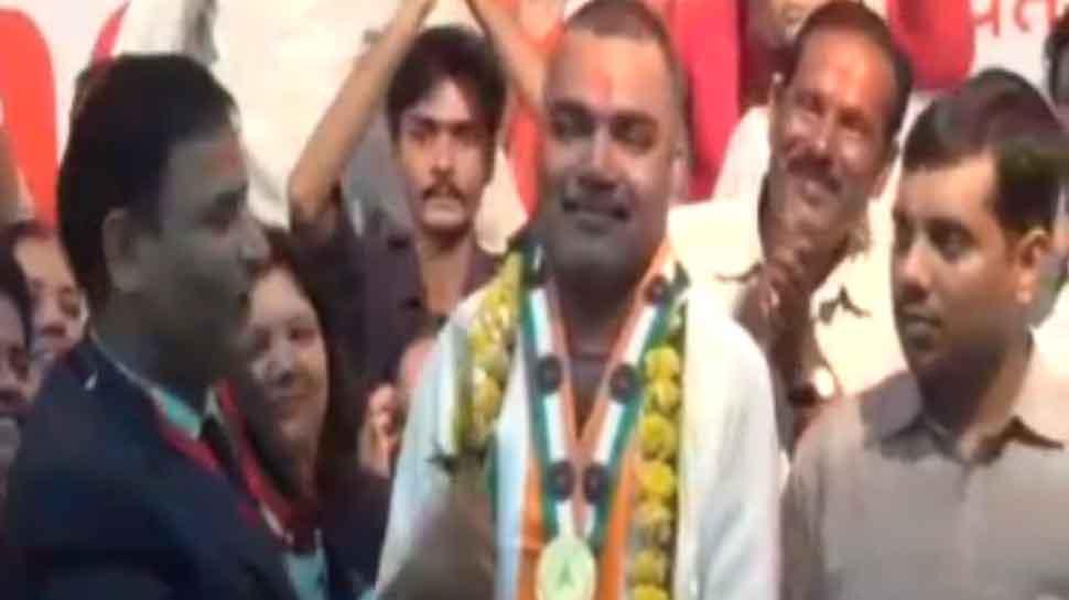 MP: विदिशा के विकास पचौरी ने लगातार 80 घंटे बोलकर इंडिया बुक ऑफ रिकॉर्ड में दर्ज कराया नाम