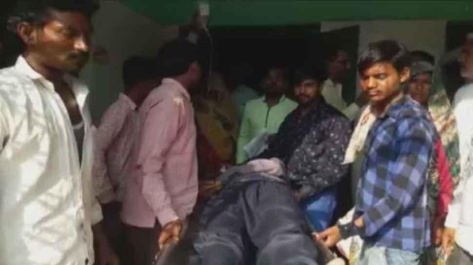 MP: रजिस्ट्रार ऑफिस के बाहर किसान ने खाया जहर, अस्पताल लेकर पहुंचे SDM