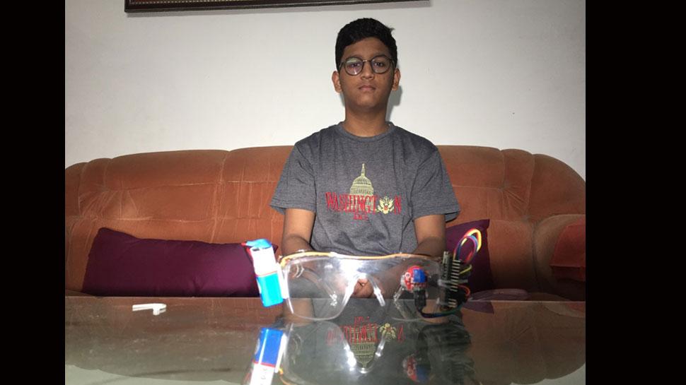 कोटा के छात्र ने बनाया सड़क दुर्घटनाओं को कम करने वाला चश्मा, ऐसे करता है काम