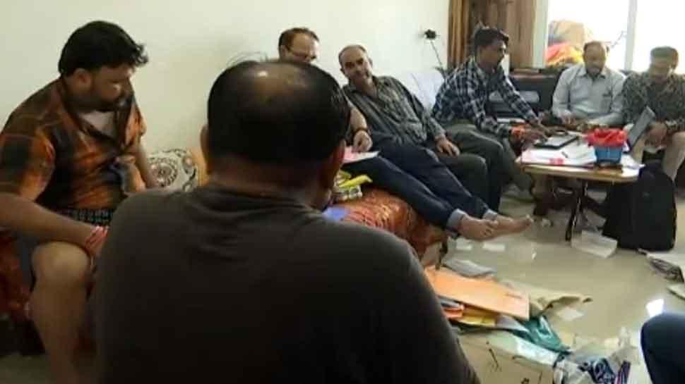 उज्जैनः व्यास बंधुओं के घर लोकायुक्त का छापा, मिले 1 लाख की नकदी सहित फ्लैट-ऑफिस के कागज