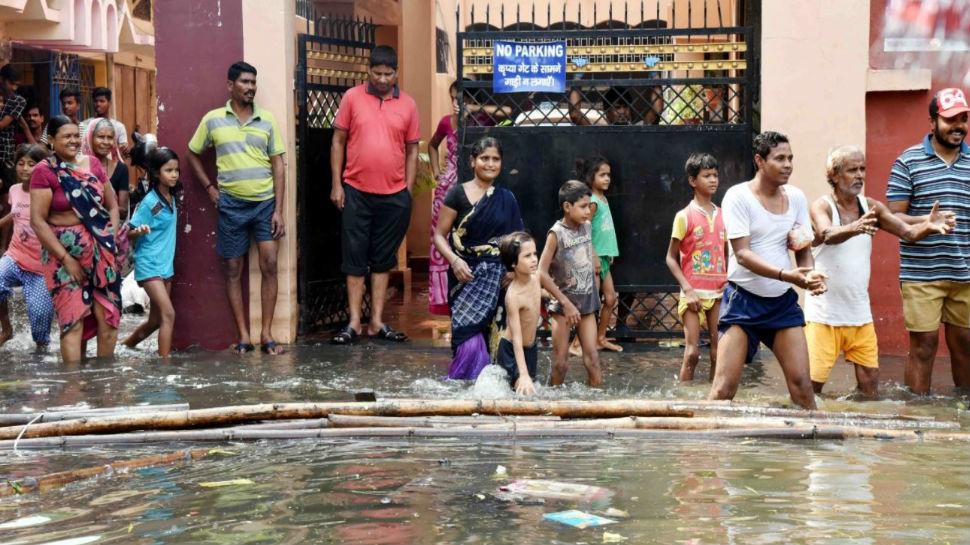 बिहार: बाढ़ पीड़ितों ने किया एसडीएम पर हमला, सुरक्षा गार्ड ने बचाया