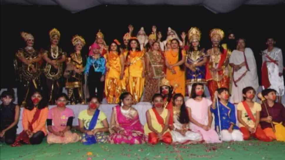 शाहजहांपुर की इस अनोखी रामलीला में महिलाएं ही करती हैं रामायण के पात्रों का अभिनय