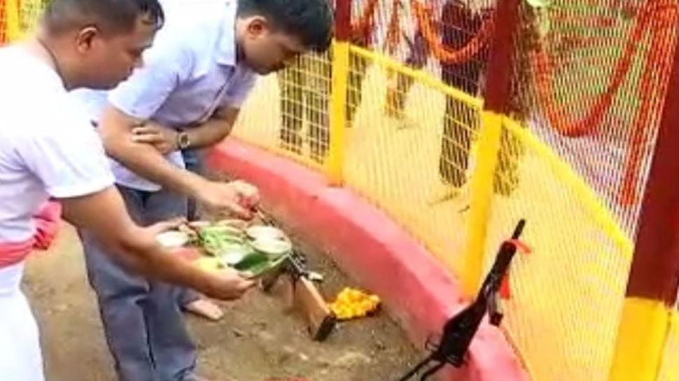 रांची: जवान धूमधाम से कुछ यूं मनाते हैं नवरात्र, हथियारों की पूजा, बलि के बाद देते हैं सलामी