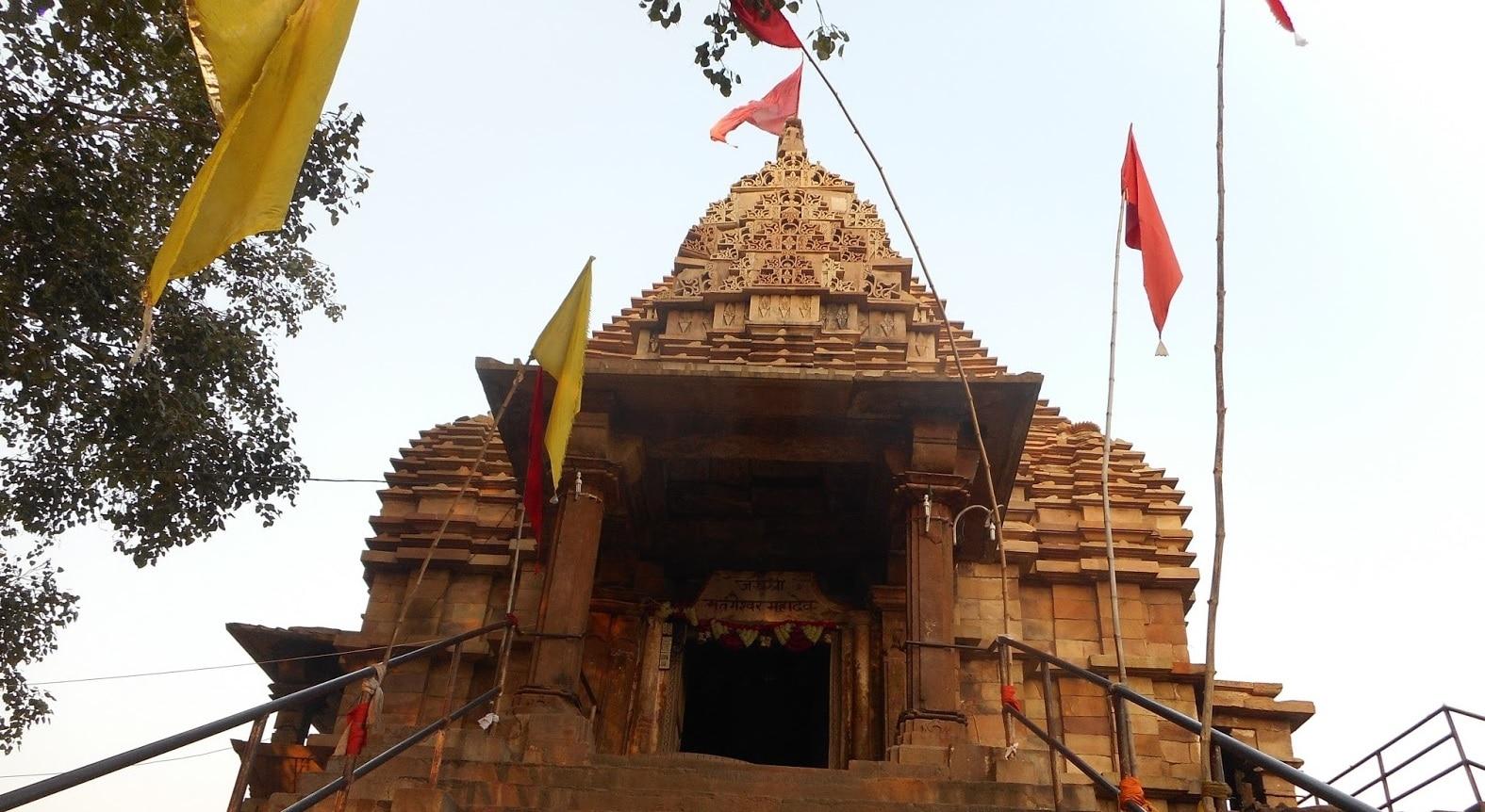 एक ऐसा मंदिर, जहां स्थापित शिवलिंग के नीचे है मणि