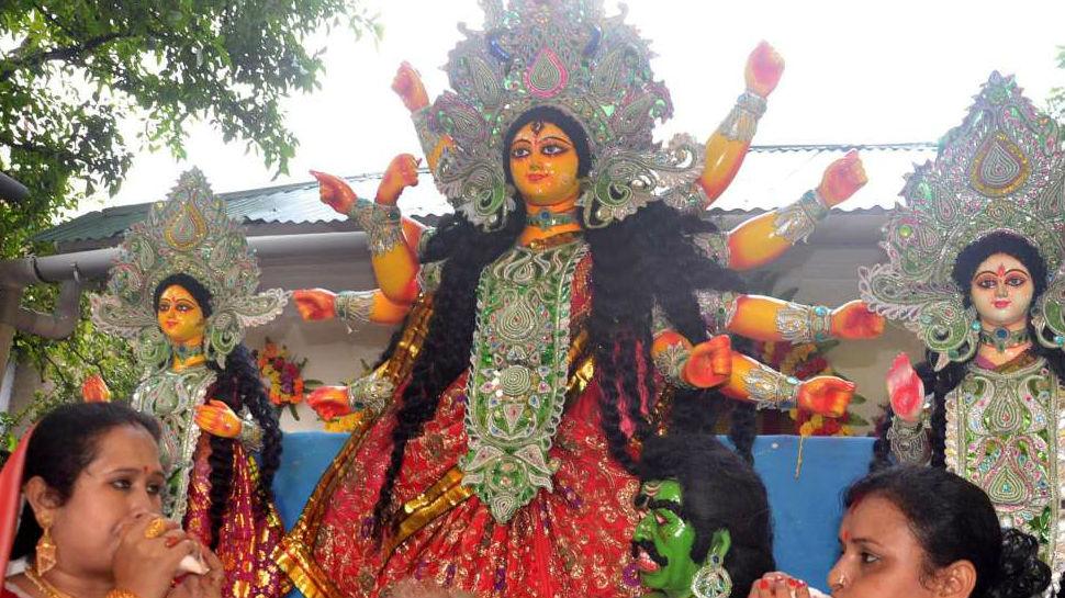 पटना: नवमी के दिन मंदिर-पंडालों में उमड़ी भक्तों की भीड़, हर तरफ नवरात्र की धूम