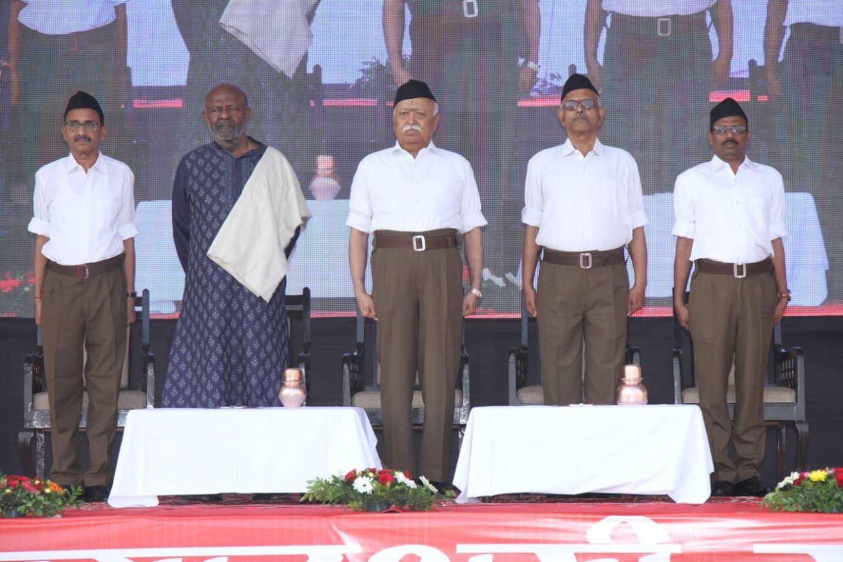 RSS स्थापना दिवस पर पाक को संघ प्रमुख की लताड़, कहा- 'संघ को बदनाम करने में उस्ताद हैं इमरान'