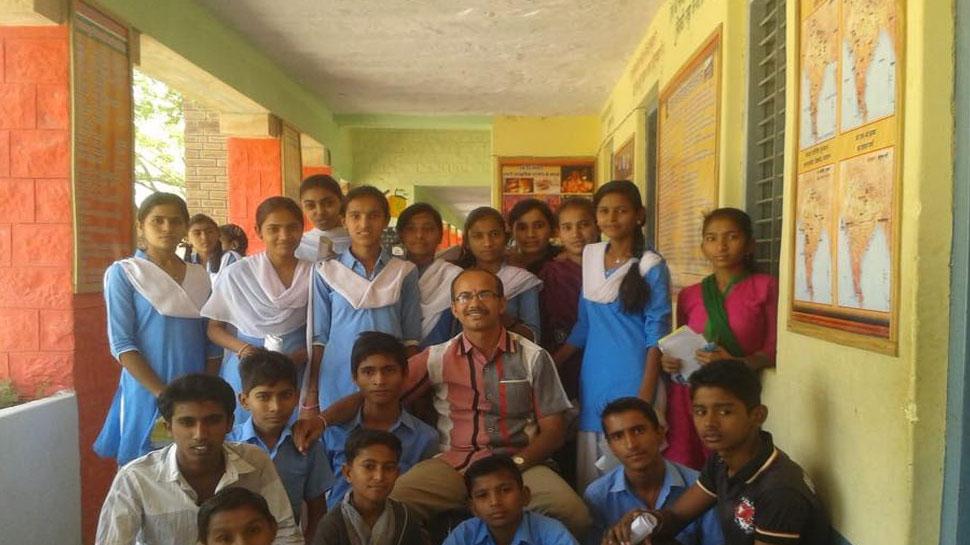 मासूम बेटियों के साथ दुष्कर्म की घटनाओं को रोकने के लिए इस शिक्षक ने की अनूठी पहल
