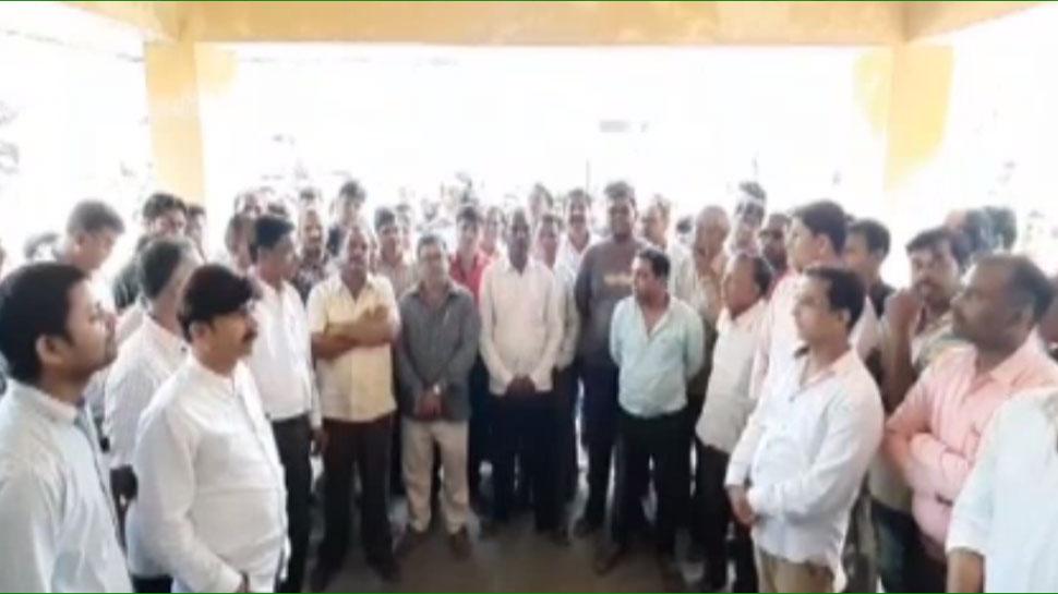 अनरोद फायरिंग की घटना पर अधिकारियों ने नहीं की मुलाकात, ग्रामीणों ने काटा बवाल