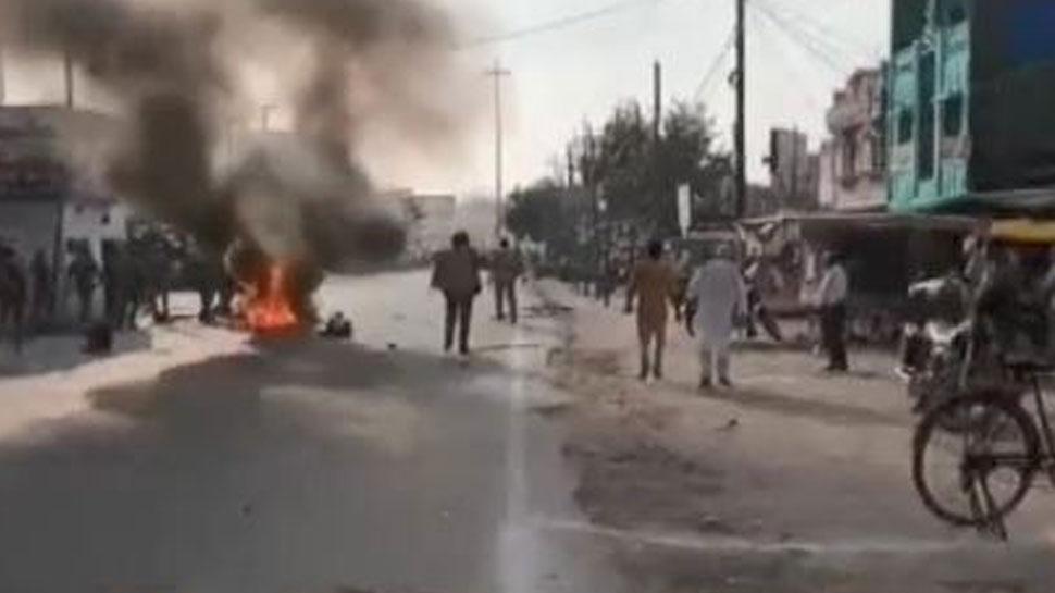 BJP नेता की हत्या पर बस्ती में बवाल, समर्थकों ने लगाई आग, की तोड़फोड़