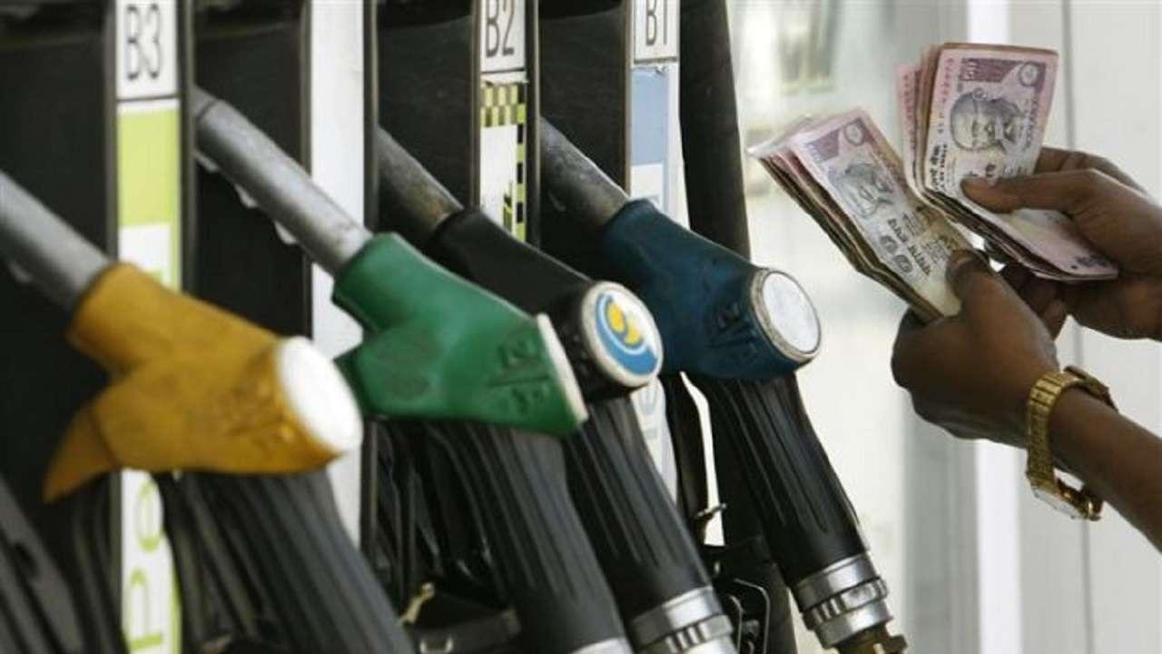 इंडियन ऑयल ने पेट्रोल व डीजल की कीमतें कम की