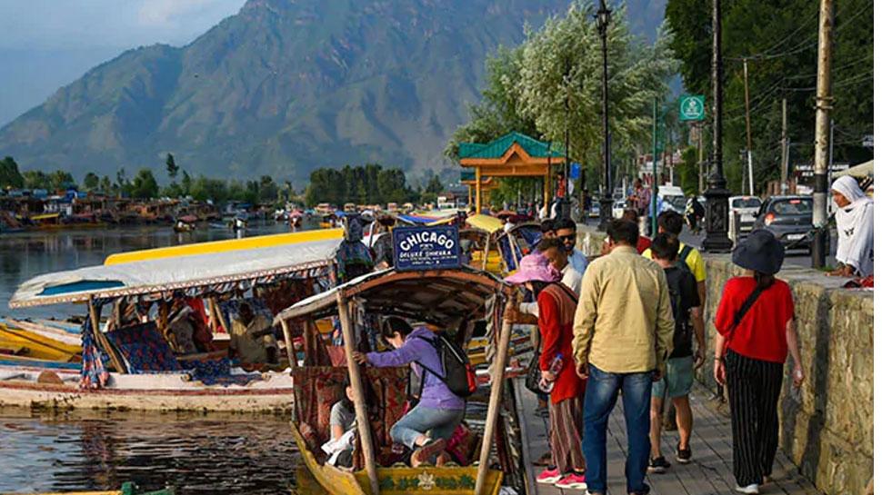 जम्मू कश्मीर में पर्यटन को बढ़ावा देगी सरकार, कर रही है बड़ी प्लानिंग