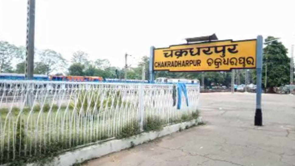 गीतांजलि एक्सप्रेस को बम से उड़ाने की फिराक में नक्सली, खुफिया विभाग ने रेलवे को किया सतर्क