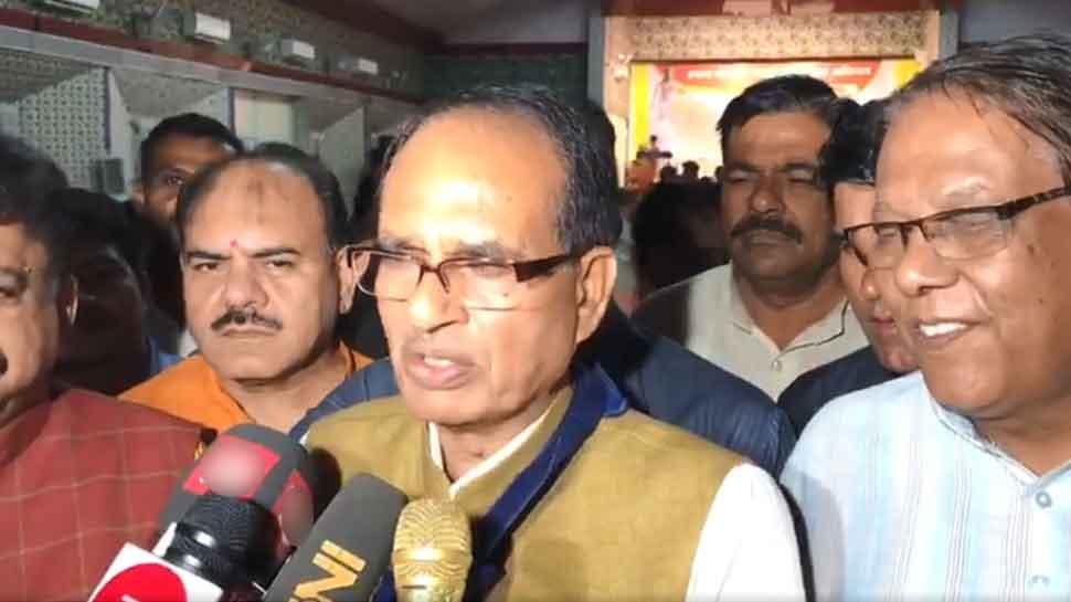 सिंधिया के बयान पर शिवराज ने CM कमलनाथ को घेरा, बोले- 'आपके ही लोग आपको आईना दिखा रहे हैं'