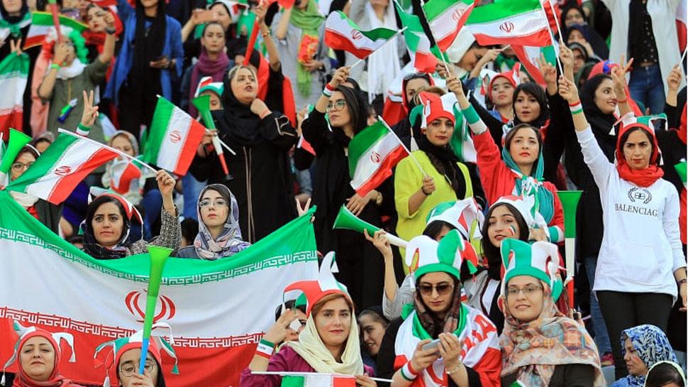 ईरान की महिलाओं के लिए ऐतिहासिक दिन, दशकों बाद देखा फुटबॉल मैच