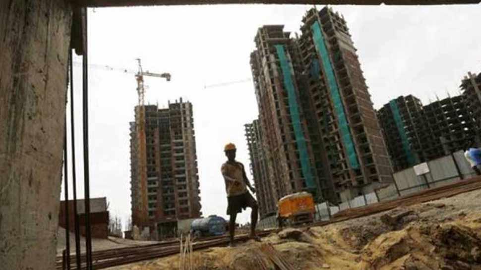 UP RERA ने 17 बिल्डर्स-अथॉरिटी पर कसा शिकंजा, तय समय में प्रोजेक्ट पूरे न करने पर होगी कार्रवाई