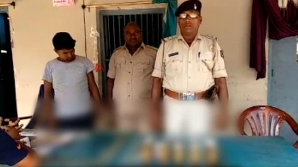 पश्चिमी चंपारण: JDU नेता के घर से शराब बरामद, पुलिस ने किया गिरफ्तार