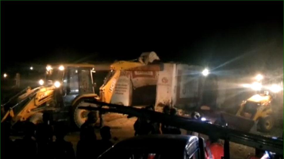 नेतागिरी नहीं आई काम, रामगंजमंडी नगर पालिका ने आखिर चला ही दिया बुलडोजर