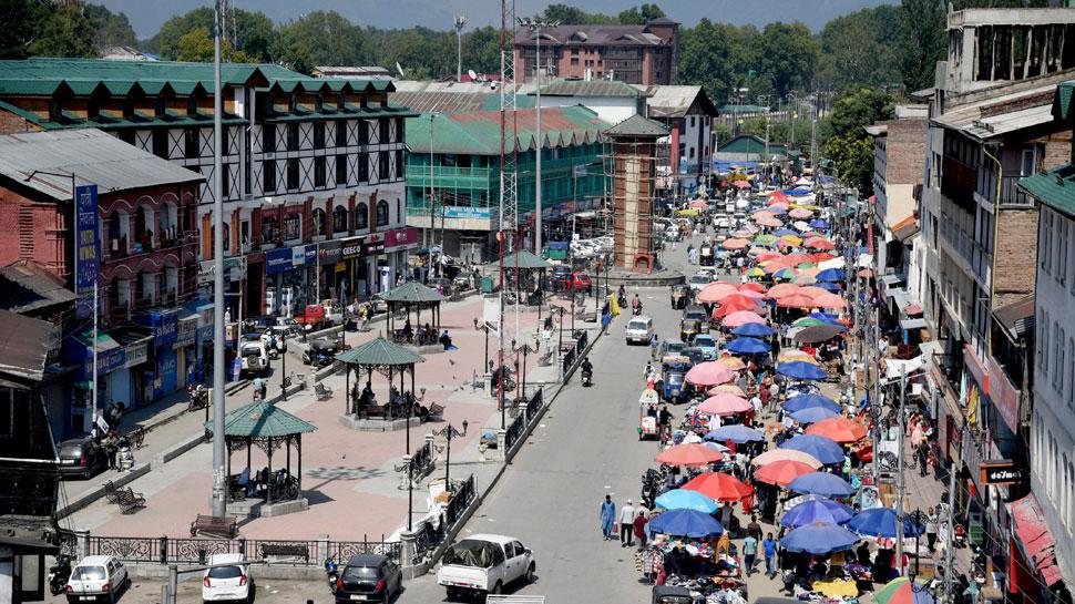कश्मीर में आज दोपहर से बहाल होंगी मोबाइल पोस्टपेड सेवाएं, इंटरनेट पर लगी रहेगी पाबंदी