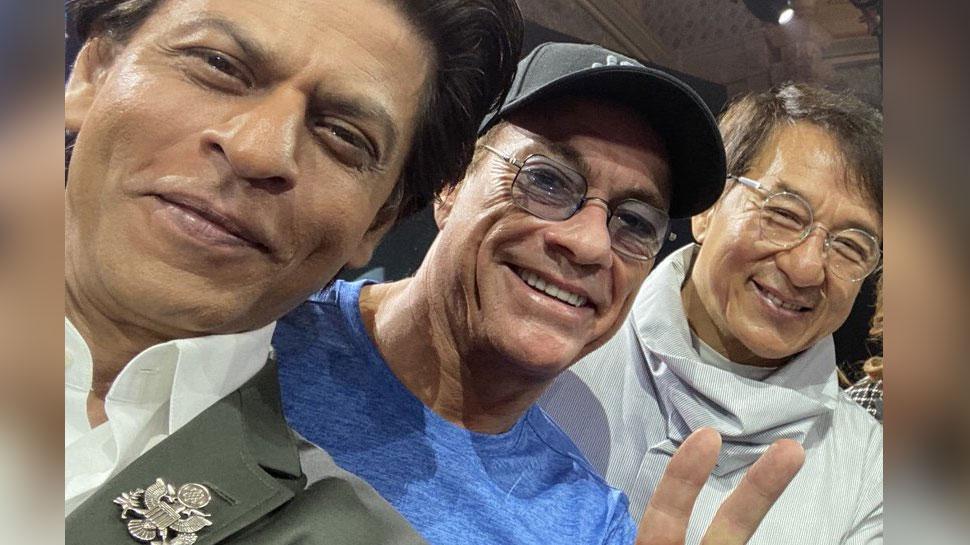 जैकी चैन को देख शाहरुख खान हुए जबरा फैन, सेल्फी शेयर कर कही बड़ी बात